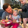Bode Miller avec sa fille Emeline Grier Miller à l'occasion de son premier anniversaire. Instagram le 5 novembre 2017.