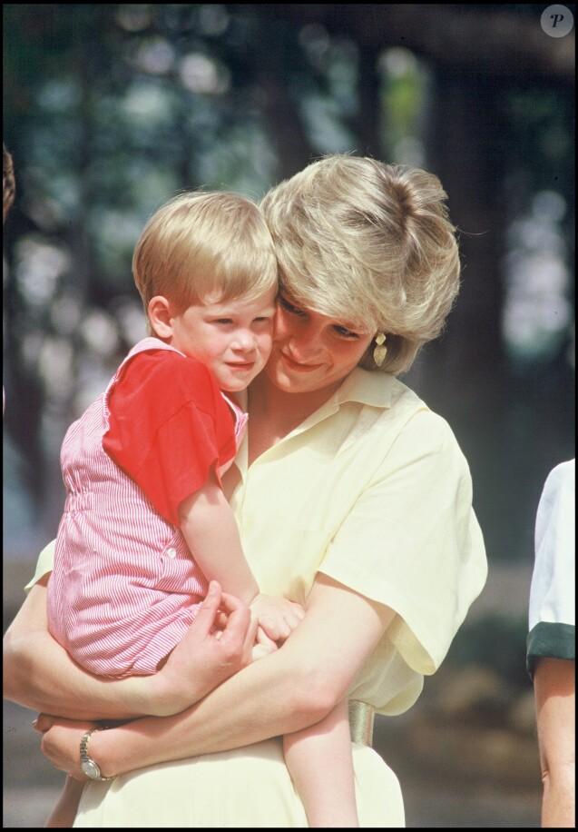 ARCHIVES - LA PRINCESSE LADY DIANA ET LE PRINCE HARRY RDV A PALMA DE MAJORQUE EN 1987 08/08/1987 - Palma de Majorque