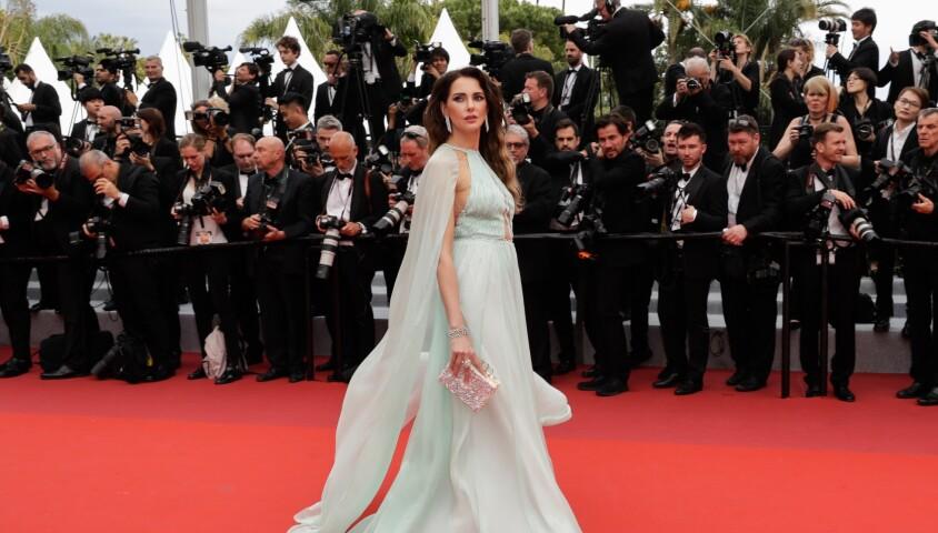 """Frédérique Bel - Montée des marches du film """"The Dead Don't Die"""" lors de la cérémonie d'ouverture du 72e Festival International du Film de Cannes. Le 14 mai 2019 © Borde / Bestimage"""