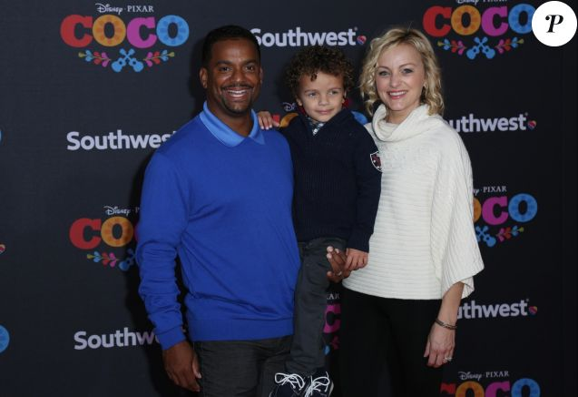 Alfonso Ribeiro avec sa femme Angela Unkrich et son fils Anders Reyn Ribeiro à la première de 'Coco' au théâtre El Capitan à Hollywood, le 8 novembre 2017