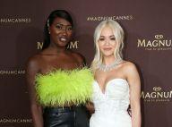 Rita Ora : Angélique en blanc au côté d'Aya Nakamura, sexy en fluo