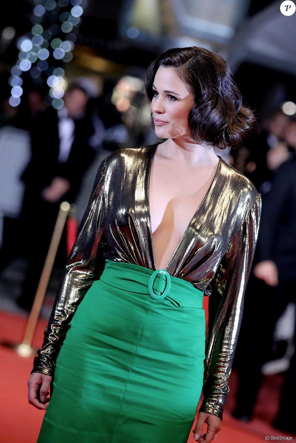 """Lucie Lucaspour la montée des marches du film """"Sorry We Missed You"""" lors du 72ème Festival International du Film de Cannes. Le 16 mai 2019 © Jacovides-Moreau / Bestimage"""