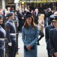 Catherine Kate Middleton, la duchesse de Cambridge rencontre les jeunes lors d'une messe pour célébrer les 75 ans des cadets de l'armée de l'air (RAF Cadets) à Londres, le 7 février 2016.