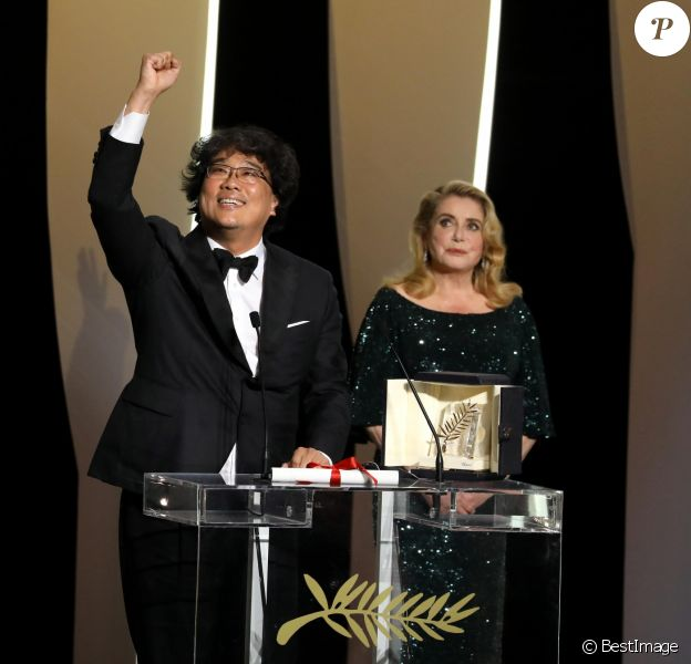 Bong Joon-ho (Palme d'Or pour le film Parasite), Catherine Deneuve (habillée en Celine par Hedi Slimane) - Cérémonie de clôture du 72ème Festival International du Film de Cannes. Le 25 mai 2019 © Borde-Jacovides-Moreau / Bestimage  Closing ceremony of the 72th Cannes International Film festival. On may 25th 201925/05/2019 - Cannes