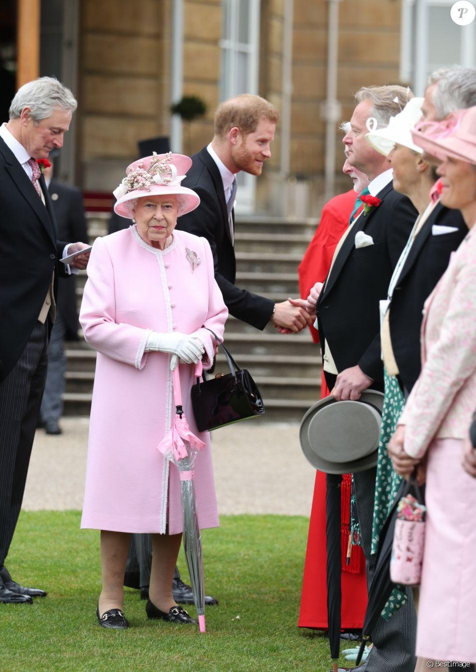 La reine Elizabeth II donnait une de ses traditionnelles garden parties au palais de Buckingham à Londres le 29 mai 2019.