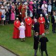 La reine Elizabeth II donnait une de ses traditionnelles garden parties au palais de Buckingham à Londres le 29 mai 2019, à laquelle a assisté le prince Harry (en bas à gauche).