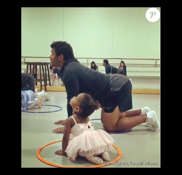 Russell Wilson participe au cours de danse de sa fille Sienna et publie sa performance sur son compte Instagram le 1er juin 2019.