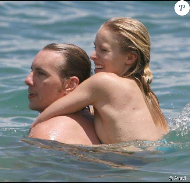 Kristen Bell et Dax Shepard prennent du beau lors de leurs vacances à Hawaii, le 18 juin 2009 !