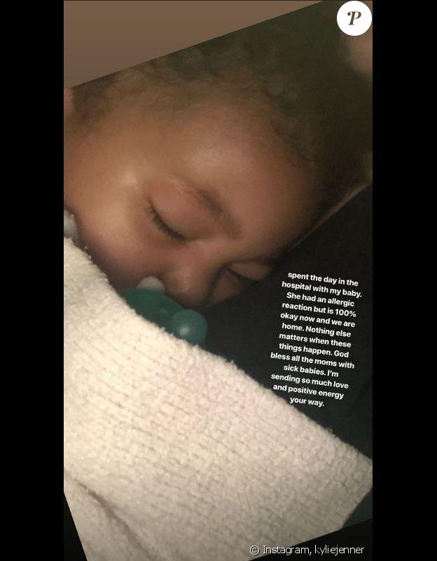 Kylie Jenner annonce dans une story Instagram qu'elle a passé la journée à l'hôpital avec sa fille Stormi en raison d'une réaction allergique. Le 2 juin 2019.