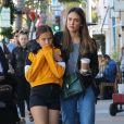 """Exclusif - Jessica Alba est allée déjeuner avec sa mère Catherine, sa fille Honor et un ami au restaurant """"Gratitude"""" à Beverly Hills. Los Angeles, le 23 novembre 2018."""