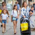 Exclusif - Jessica Alba fait du shopping avec ses 3 enfants Honor, Haven et Hayes Alba Warren à Beverly Hills. La petite famille est ensuite allée déjeuner. Le 10 août 2018.