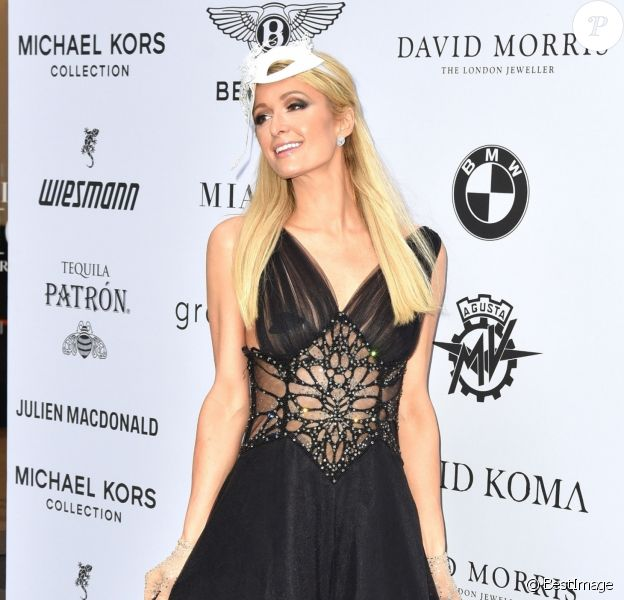 "Paris Hilton au photocall de la soirée ""Cash & Rocket Masquerade Ball & Auction Gala"" à Londres, le 5 juin 2019."