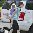 Jennifer Garner, Ben Affleck et leur petite Violet, accompagnés de la maman de Ben, Chris Affleck le 13 juin 2009 dans les rues de Boston