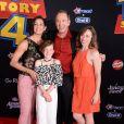 """Tim Allen, sa femme Jane Hajduk et ses filles Elizabeth Allen Dick et Katherine Allen à la première du film d'animation Disney et Pixar """"Toy Story 4"""" au théâtre El Capitan à Los Angeles, Californie, Etats-Unis, le 11 juin 2019."""