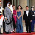 Carla Bruni et Nicolas Sarkozy reçoivent l'Emir du Qatar et son épouse pour un dîner d'Etat, à l'Elysée, le 22 juin 2009.