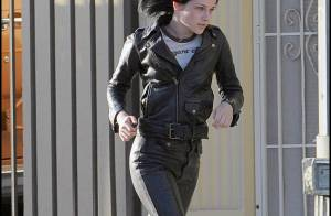 Kristen Stewart trop rock n' roll sur son nouveau film... elle se blesse lors d'une scène ! Regardez !