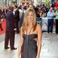 Jennifer Aniston porte une robe originale et sublime en 2006. Avec sa silhouette de rêve et son charme lumineux, elle peut tout se permettre !