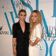Aujourd'hui Ashley et Mary-Kate Olsen ont bien grandi. A 23 ans, les jumelles sont loin de la petite Michelle Tanner. Les deux véritables it-Girl sont devenues de vraies business women !