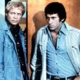A Bay City, David Starsky et Kenneth Hutchinson sont de vraies stars ! Starsky et Hutch sont deux flics... peu conventionnels. Malgré leur différence, les deux hommes sont comme les doigts de la main !
