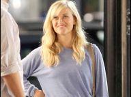 L'adorable Reese Witherspoon toutes gambettes dehors... reçoit une visite surprise de son chéri !