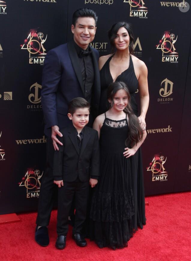 """Mario Lopez, sa femme Courtney et leurs enfants Gia Francesca et Dominic - Photocall de la 46ème soirée des """"Annual Daytime Emmy Awards"""" au Pasadena Civic Center à Pasadena. Le 5 mai 2019"""
