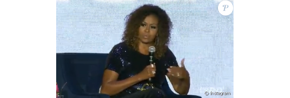 Michelle Obama dévoile ses cheveux au naturel à l'Essence Festival, en Nouvelle-Orléans, le 6 juillet 2019.