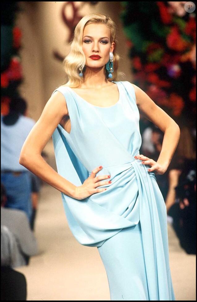 Karen Mulder pour le défilé Yves Saint Laurent. 22/01/1995 - Paris