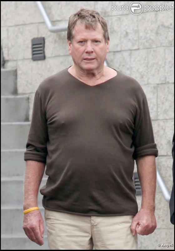 Ryan O'Neal le 25 juin 2009 à la sortie de l'hôpital de Santa Monica après la mort de Farrah Fawcett