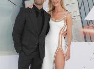 Rosie Huntington-Whiteley en robe fendue au bras de son mari Jason Statham