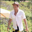 Justin Chambers sur une plage de Hawaï