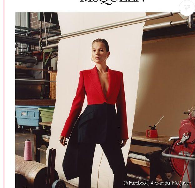 Kate Moss, visage de la campagne publicitaire automne-hiver 2019 d'Alexander McQueen. Photo par Jamie Hawkesworth.