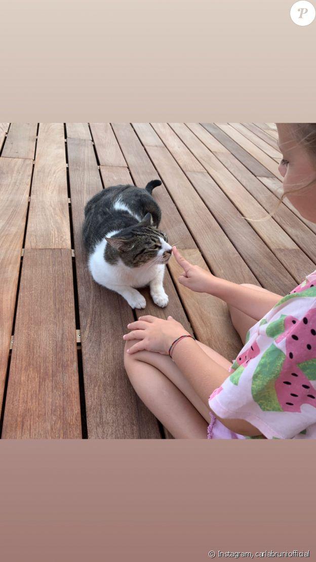 Carla Bruni partage une nouvelle photo de sa fille Giulia sur Instagram, le 26 juillet 2019.