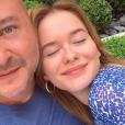 Cauet prend la pose avec sa fille Ivana pour son dix-septième anniversaire. Mai 2019.