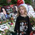 Les fans se pressent devant la demeure de Michael Jackson, à  Holmby Hills