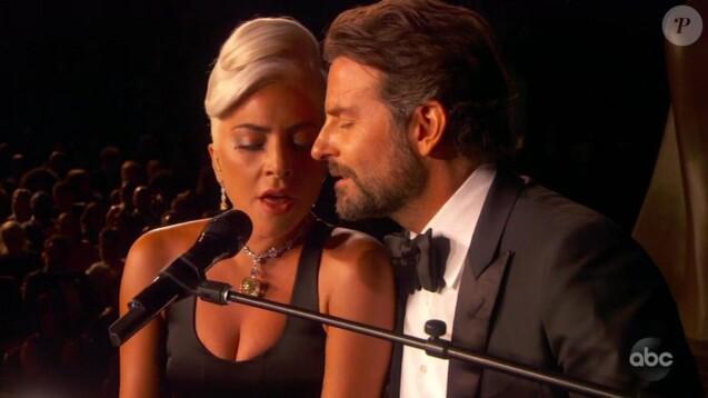 """Lady Gaga et Bradley Cooper interprètent la chanson """"Shallow"""" sur la scène de la 91ème cérémonie des Oscars 2019 au théâtre Dolby à Los Angeles, le 24 février 2019."""