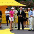 Le prince Albert vient visiter le stand de la fondation Livestrong, avant le départ du Tour de France, à Monaco, qui se tiendra le 4 juillet prochain. 1/07/09