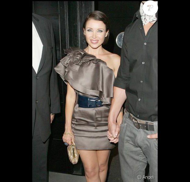 Dannii Minogue et son chéri Kris Smith sortent du Vanilla Club, à Londres. 01/07/09
