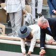 Rafael Nadal salue le roi Juan Carlos d'Espagne et l'Infante Elena d'Espagne - Rafael Nadal remporte son 12 ème titre lors de la finale messieurs des internationaux de France de tennis de Roland Garros 2019 à Paris le 9 juin 2019 © Jacovides - Moreau / Bestimage