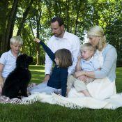 Mette-Marit de Norvège, son prince et ses enfants accueillent... le cousin de Bo, le chien des Obama !