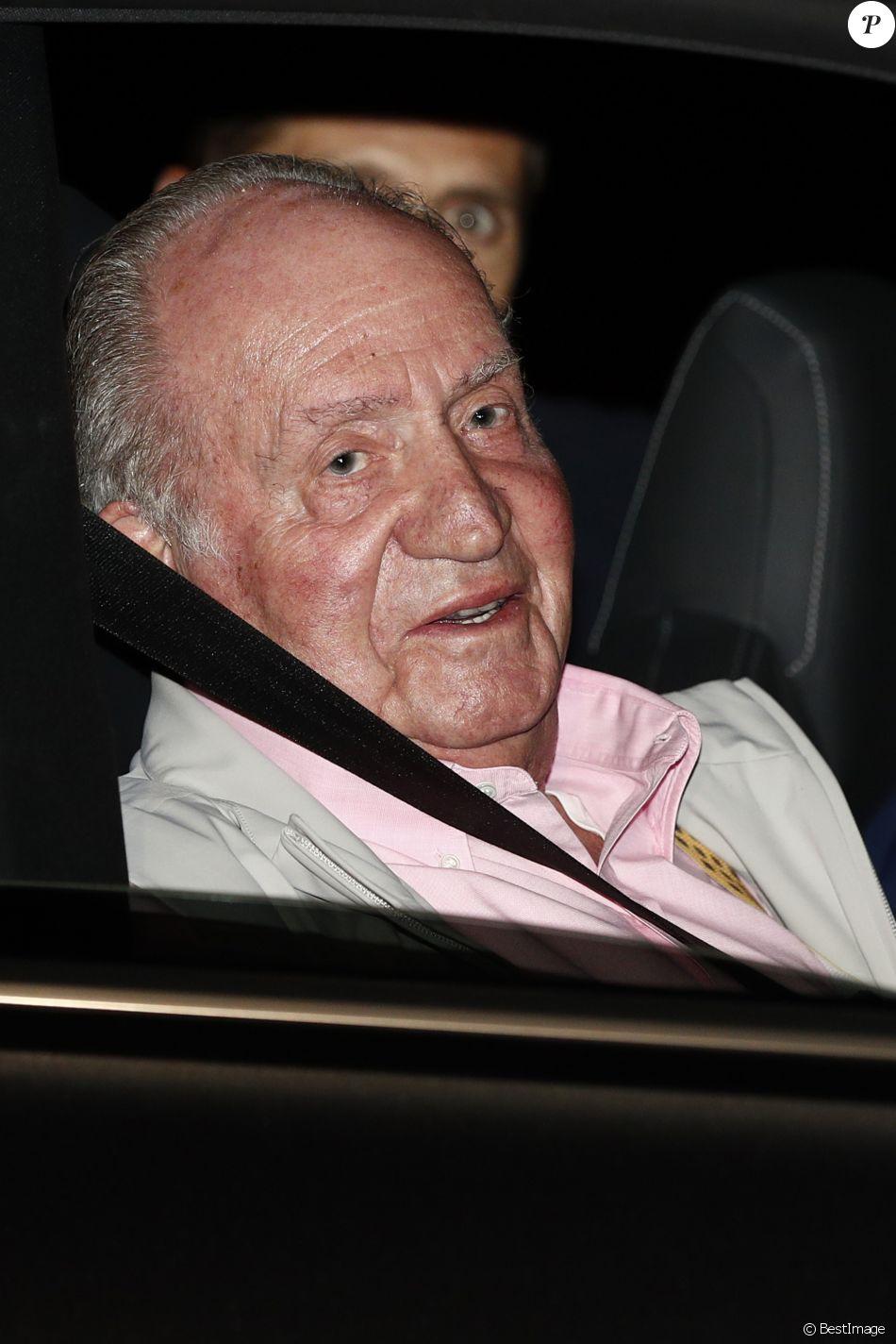 Le roi Juan Carlos 1er arrive à l'hôpital University Hospital Quironsalud Madrid pour subir une opération du coeur le 23 août 2019.