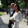 Danièle resplendissante dans sa robe blanche et avec ses Louboutin...