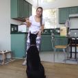 Brooke Houts dans une vidéo avec son chien, sur Youtube, le 1er août 2019.
