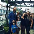 Camille Raymond pose avec son clan sur Facebook, en décembre 2017