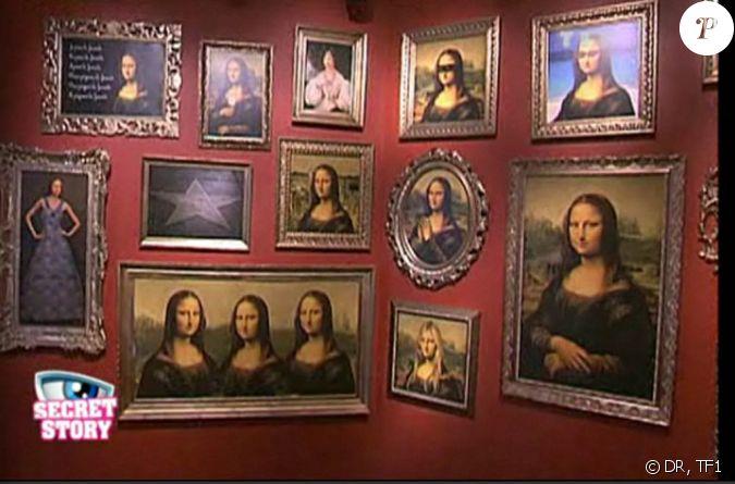 La galerie des portraits derri re chaque tableau se - Cacher tv derriere tableau ...