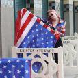Kristen Stewart inaugure sa cabine sur les planches lors du 45éme festival du Cinéma Américain de Deauville, le 13 septembre 2019. ©Denis Guignebourg / Bestimage