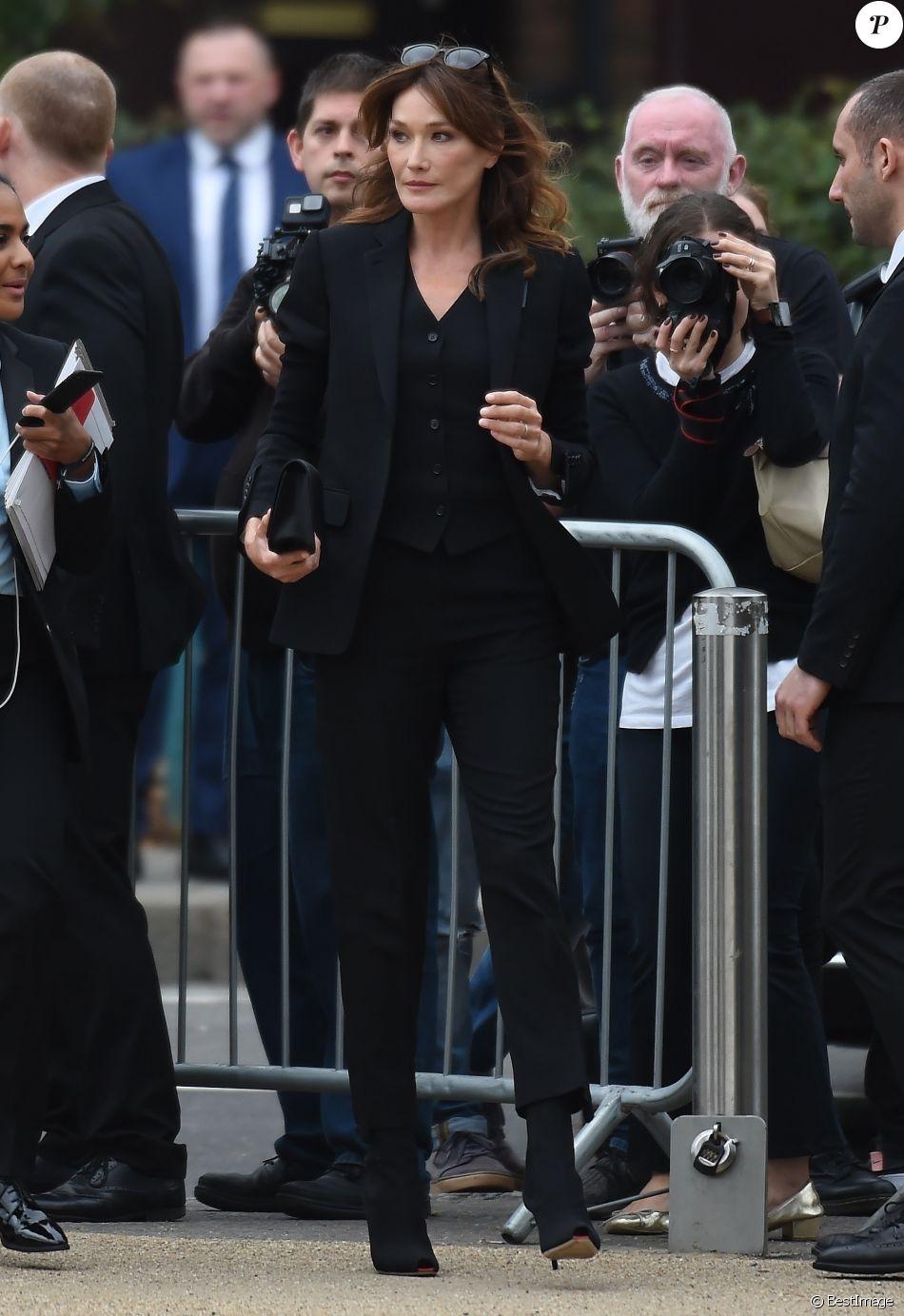 Carla Bruni-Sarkozy arrive au Troubadour White City Theatre pour assister au défilé Burberry printemps-été 2020. Londres, le 16 septembre 2019.