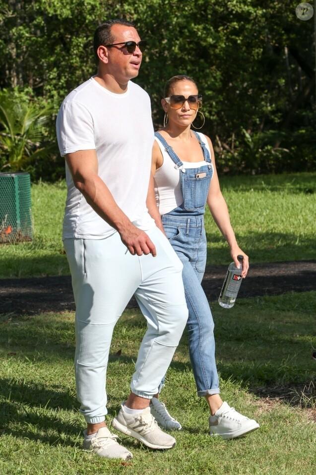 Jennifer Lopez, Alex Rodriguez - Jennifer Lopez et Marc Anthony se retrouvent pour soutenir leur fille E. Marbiel Muñiz lors d'une course de l'école à Miami, le 18 septembre 2019.
