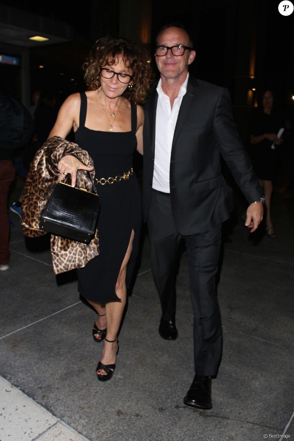 Jennifer Grey et son mari Clark Gregg à Los Angeles le 21 septembre 2019, de sortie pour la première de la pièce de théâtre A Play Is A Poem d'Ethan Coen au Mark Taper Forum.