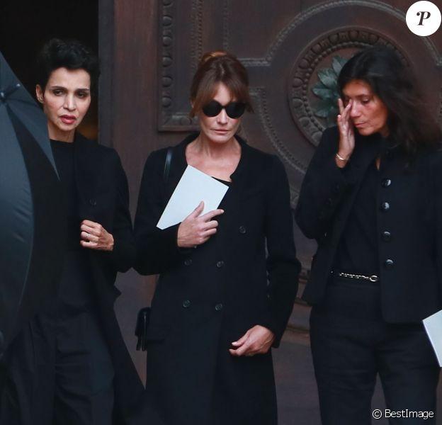 Farida Khelfa, Carla Bruni-Sarkozy et Emmanuelle Alt à l'issue des obsèques du photographe allemand Peter Lindbergh en l'église Saint-Sulpice à Paris le 24 septembre 2019.