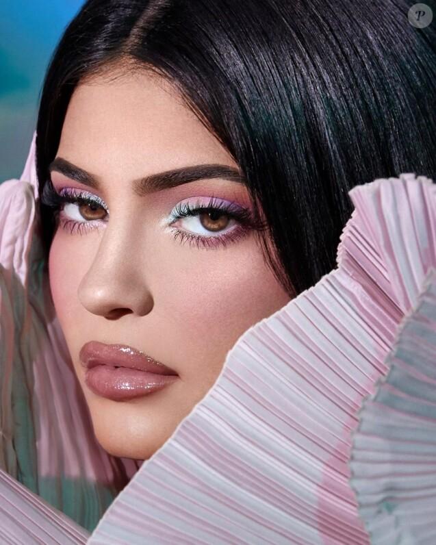 Kylie Jenner, promotion pour la collection Kylie Cosmetics X Balmain -Instagram.